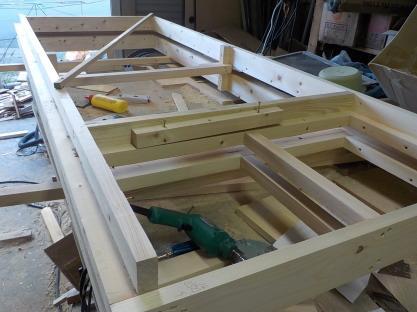 古民家風の防音室をもっと防音にするため工事しています。スーパーストラクチャードアユニットの下地を作る