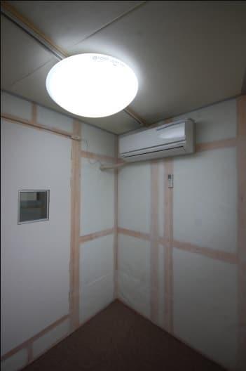 防音室付き古民家 防音室扉側 エアコン付きです