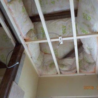 天井裏に吸音材を入れる2