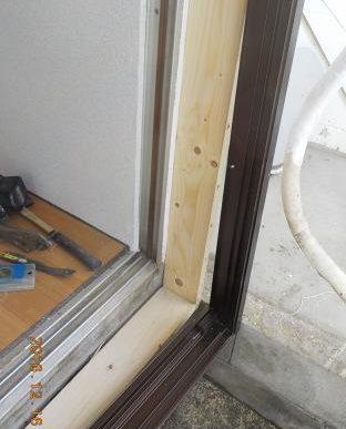 窓を二重窓に 枠の取り付け