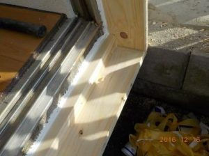 窓を二重窓に 下端段取り付け・枠四周シリコーン塗布